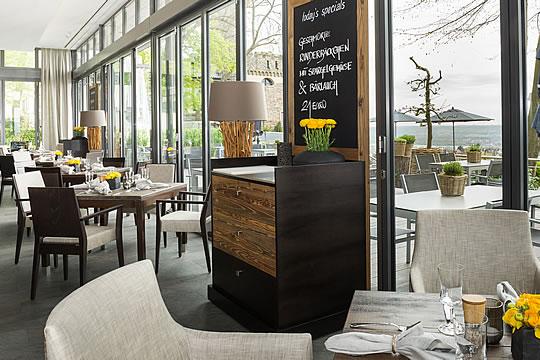 drittes restaurant f r burg schwarzenstein rheingau. Black Bedroom Furniture Sets. Home Design Ideas